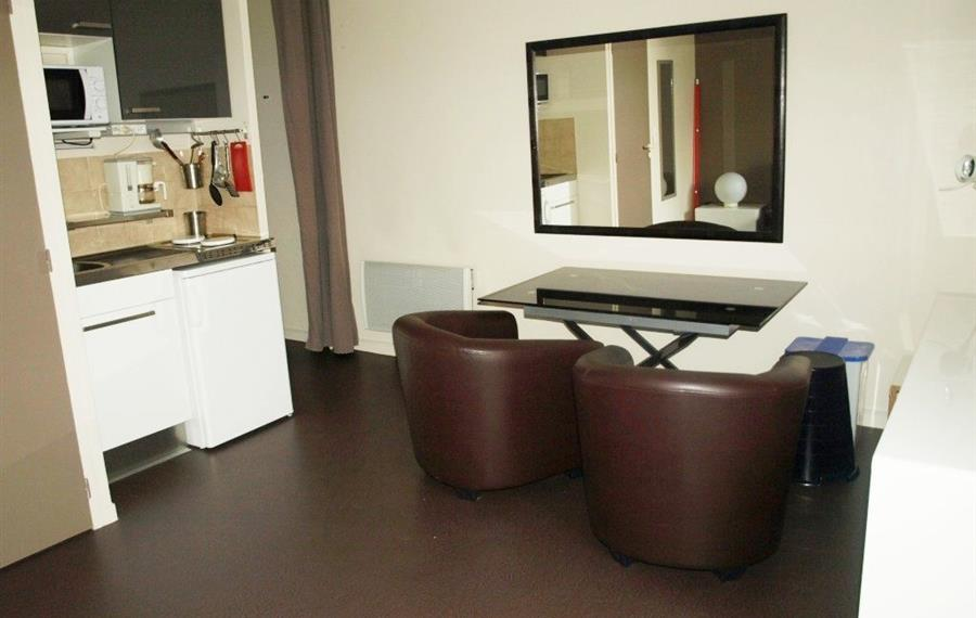 location appartement rennes a louer studio meubl rennes sacr s coeurs. Black Bedroom Furniture Sets. Home Design Ideas